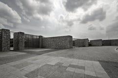 τοίχος πετρών ουρανού Στοκ φωτογραφία με δικαίωμα ελεύθερης χρήσης