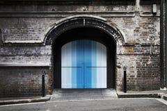 τοίχος πορτών τούβλου στοκ φωτογραφίες με δικαίωμα ελεύθερης χρήσης