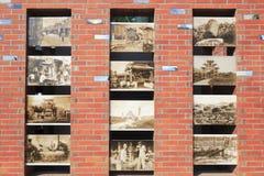 Τοίχος που ενθέτεται με τις ιστορικές φωτογραφίες της amoy πόλης Στοκ Φωτογραφίες