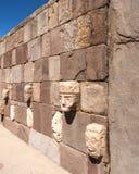Τοίχος προσώπου σε Tiwanaku, Altiplano, περιοχή Titicaca, της Βολιβίας Στοκ Εικόνες
