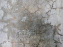 Τοίχος ρωγμών, παλαιό σπασμένο γκρίζο υπόβαθρο σύστασης τσιμέντου Στοκ εικόνα με δικαίωμα ελεύθερης χρήσης