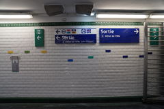 Τοίχος σταθμών μετρό του Παρισιού Στοκ Φωτογραφία