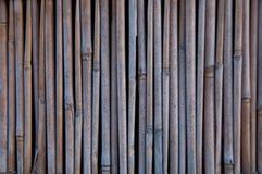 Τοίχος σωρών του ξύλινου υποβάθρου σωλήνων μπαμπού Στοκ Εικόνες