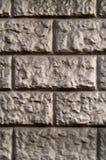 Τοίχος της γκρίζος-κίτρινης πέτρας Στοκ φωτογραφία με δικαίωμα ελεύθερης χρήσης