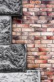Τοίχος της κόκκινης και καφετιάς σύστασης τούβλου Στοκ Φωτογραφία