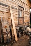 Τοίχος του ξύλινου ατελούς σπιτιού Στοκ Εικόνες