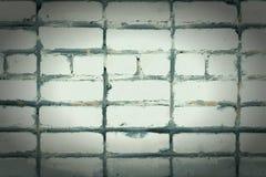 Τοίχος των άσπρων τούβλων Κενό υπόβαθρο με το σύντομο χρονογράφημα Θέση για την επιγραφή Στοκ Φωτογραφίες