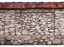 Τοίχος Drystone που απομονώνεται στο άσπρο υπόβαθρο στοκ εικόνες