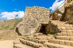 Τοίχος Inca σε Machu Picchu, Περού, Νότια Αμερική. Παράδειγμα της polygonal τεκτονικής. Η διάσημη πέτρα 32 γωνιών στοκ εικόνες