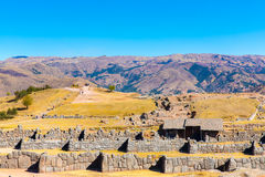 Τοίχος Inca σε SAQSAYWAMAN, Περού, Νότια Αμερική. Παράδειγμα της polygonal τεκτονικής. Η διάσημη πέτρα 32 γωνιών Στοκ Φωτογραφία