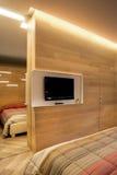 Τοίχος TV με τον καθρέφτη και την πόρτα Στοκ φωτογραφίες με δικαίωμα ελεύθερης χρήσης