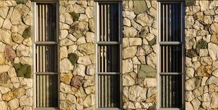 Τοίχος Windows βράχου Στοκ εικόνα με δικαίωμα ελεύθερης χρήσης