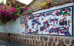 Τοιχογραφία που εμπνέεται από το των Μάγια πολιτισμό σε έναν τοίχο σπιτιών στη Γουατεμάλα Στοκ Φωτογραφίες