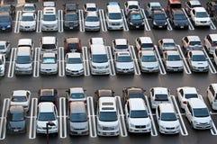 ΤΟΚΙΟ, ΙΑΠΩΝΙΑ, ΑΥΓΟΥΣΤΟΣ - 20: Συσσωρευμένος χώρος στάθμευσης στο Τόκιο στις 20 Αυγούστου 2012. Στοκ εικόνα με δικαίωμα ελεύθερης χρήσης