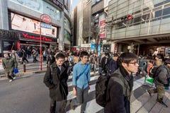 ΤΟΚΙΟ, ΙΑΠΩΝΙΑ - 28 ΙΑΝΟΥΑΡΊΟΥ 2017: Περιοχή Akihabara στο Τόκιο Τοπικοί κατάστημα και άνθρωποι Κατάστημα Akiba Yodobashi Στοκ Εικόνα