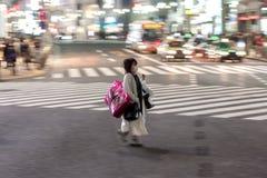 ΤΟΚΙΟ, ΙΑΠΩΝΙΑ - 28 ΙΑΝΟΥΑΡΊΟΥ 2017: Περιοχή Shibuya στο Τόκιο Διάσημη και πιό πολυάσχολη διατομή στον κόσμο, Ιαπωνία Πέρασμα Shi στοκ εικόνες