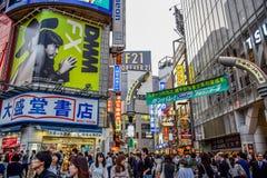 ΤΟΚΙΟ, ΙΑΠΩΝΙΑ - 15 ΜΑΐΟΥ: Πλήθη στο Shibuya, τα διάσημα κέντρα μόδας της Ιαπωνίας Στοκ Εικόνες