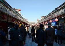 ΤΟΚΙΟ, ΙΑΠΩΝΙΑ - 21 ΝΟΕΜΒΡΊΟΥ: Οδός αγορών Nakamise σε Asakusa, Τόκιο Στοκ Εικόνα