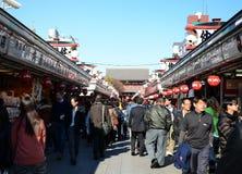 ΤΟΚΙΟ, ΙΑΠΩΝΙΑ - 21 ΝΟΕΜΒΡΊΟΥ: Οδός αγορών Nakamise σε Asakusa, Τόκιο Στοκ Φωτογραφία