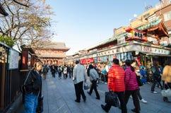 ΤΟΚΙΟ, ΙΑΠΩΝΙΑ - 21 ΝΟΕΜΒΡΊΟΥ: Οδός αγορών Nakamise σε Asakusa Στοκ Εικόνες