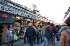 ΤΟΚΙΟ, ΙΑΠΩΝΙΑ - 21 ΝΟΕΜΒΡΊΟΥ: Οδός αγορών Nakamise Στοκ Εικόνες