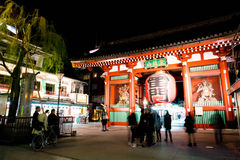 ΤΟΚΙΟ, ΙΑΠΩΝΙΑ - 15 ΝΟΕΜΒΡΊΟΥ 2016: Συσσωρευμένοι άνθρωποι που διευθύνουν στο Buddh Στοκ φωτογραφία με δικαίωμα ελεύθερης χρήσης