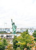 ΤΟΚΙΟ - 16 Νοεμβρίου 2016: Ένα πλήθος των τουριστών και οι ντόπιοι απολαμβάνουν το τ Στοκ εικόνα με δικαίωμα ελεύθερης χρήσης