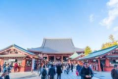 ΤΟΚΙΟ 28 ΝΟΕΜΒΡΊΟΥ: Συσσωρευμένοι άνθρωποι στο βουδιστικό ναό Sensoji στο Τόκιο Στοκ φωτογραφίες με δικαίωμα ελεύθερης χρήσης