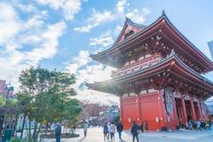 ΤΟΚΙΟ 28 ΝΟΕΜΒΡΊΟΥ: Συσσωρευμένοι άνθρωποι στο βουδιστικό ναό Sensoji στο Τόκιο Στοκ Φωτογραφία