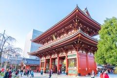 ΤΟΚΙΟ 28 ΝΟΕΜΒΡΊΟΥ: Συσσωρευμένοι άνθρωποι στο βουδιστικό ναό Sensoji στο Τόκιο Στοκ φωτογραφία με δικαίωμα ελεύθερης χρήσης
