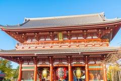 ΤΟΚΙΟ 28 ΝΟΕΜΒΡΊΟΥ: Συσσωρευμένοι άνθρωποι στο βουδιστικό ναό Sensoji στο Τόκιο Στοκ Εικόνα