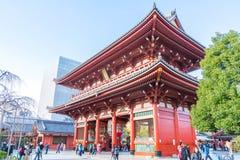 ΤΟΚΙΟ 28 ΝΟΕΜΒΡΊΟΥ: Συσσωρευμένοι άνθρωποι στο βουδιστικό ναό Sensoji στο Τόκιο Στοκ εικόνες με δικαίωμα ελεύθερης χρήσης