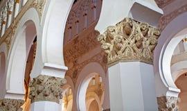 ΤΟΛΕΔΟ - 8 ΜΑΡΤΊΟΥ: Mudejar archs από το BLANCA Λα της Σάντα Μαρία συναγωγών Ημερομηνία κατασκευής κάποτε προς το τέλος του δωδέκ Στοκ Εικόνες