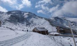 Τομέας Mudoro το Νοέμβριο με το υπόβαθρο βουνών χιονιού Στοκ Εικόνες