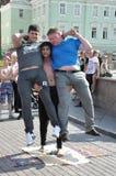 Τομσκ, Ρωσία, στη θερινή ημέρα Πλατεία Λένιν 10 Ιουλίου 2017 Τα άτομα παρουσιάζουν τεχνάσματα Συμμετοχή ανθρώπων στοκ εικόνες