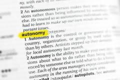 Τονισμένα αγγλικά λέξη & x22 autonomy& x22  και ο καθορισμός του στο λεξικό Στοκ Εικόνες