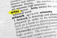 Τονισμένη αγγλική λέξη ` artsy ` και ο καθορισμός του στο λεξικό Στοκ φωτογραφίες με δικαίωμα ελεύθερης χρήσης
