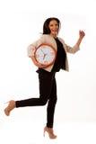 Τονισμένη γυναίκα με το μεγάλο ρολόι που ορμά λόγω της ύπαρξης αργά Στοκ φωτογραφίες με δικαίωμα ελεύθερης χρήσης