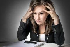 τονισμένη επιχείρηση γυναίκα στοκ φωτογραφίες