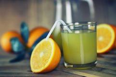 Τονισμένη φέτα γυαλιού χυμού από πορτοκάλι στοκ φωτογραφία με δικαίωμα ελεύθερης χρήσης