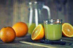 Τονισμένη φέτα γυαλιού χυμού από πορτοκάλι στοκ εικόνες με δικαίωμα ελεύθερης χρήσης