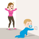 Τονισμένος κίνδυνος υποδοχών μωρών Mom Στοκ Εικόνα