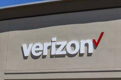 Τον Απρίλιο του 2017 της Ινδιανάπολης - Circa: Λιανική θέση της Verizon Wireless Το Verizon είναι το μεγαλύτερο U S ασύρματος φορ στοκ φωτογραφία με δικαίωμα ελεύθερης χρήσης