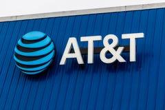 Τον Ιανουάριο του 2019 του Περού - Circa: Ασύρματος μαγαζί λιανικής πώλησης κινητικότητας της AT&T Η AT&T προσφέρει τώρα IPTV, Vo στοκ φωτογραφία