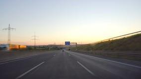 Τον Ιούλιο του 2018 circa της Φρανκφούρτης, Γερμανία: Οδήγηση στη γερμανική εθνική οδό νύχτας απόθεμα βίντεο