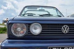 Τον Ιούνιο του 2018 Houtaud/Franche Comté/France/: η δεκαετία του '80 το μπλε Volkswagen στοκ φωτογραφία με δικαίωμα ελεύθερης χρήσης