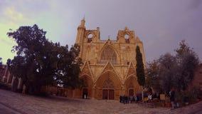 Τον καθεδρικό ναό του μουσουλμανικού τεμένους πασάδων του Άγιου Βασίλη/Lala Mustafa είναι το μεγαλύτερο μεσαιωνικό κτήριο σε Fama φιλμ μικρού μήκους