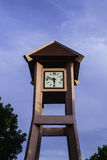 Τον πύργο ρολογιών που παρουσιάζεται χρόνο 5 47 π Μ Στοκ Εικόνα