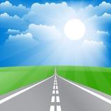 Τοπίο άνοιξη με το δρόμο και τον ήλιο Στοκ εικόνες με δικαίωμα ελεύθερης χρήσης