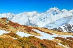 Τοπίο άνοιξη στα υψηλά βουνά, Fagaras, Carpathians, Ρουμανία Στοκ Φωτογραφία